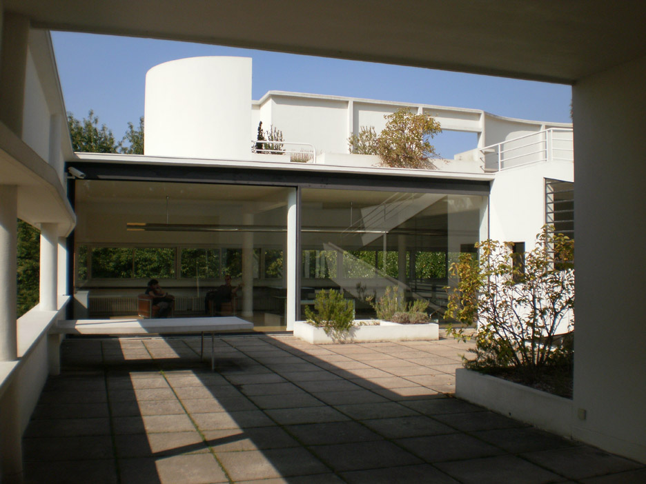 villa-savoye-le-corbusier-3